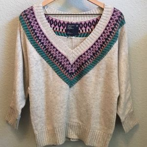 V-neck sweater with colorful neckline